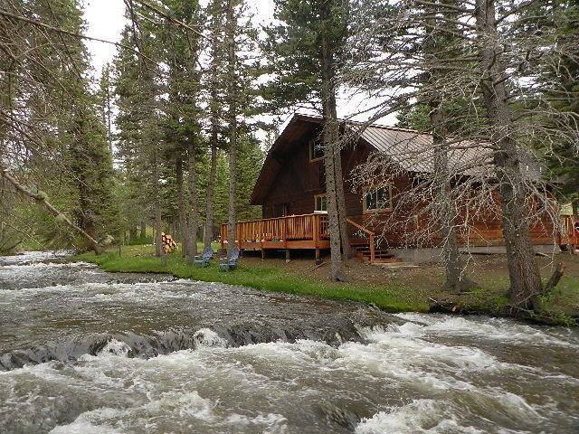 Fish Off The Back Porch!  Picture Perfect Red River Cabin On The River!, holiday rental in Red River
