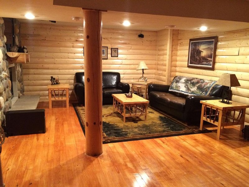 The Great U.p. Experience.  Log Cabin With Easy Access To Hiawatha Trails., Ferienwohnung in Shingleton