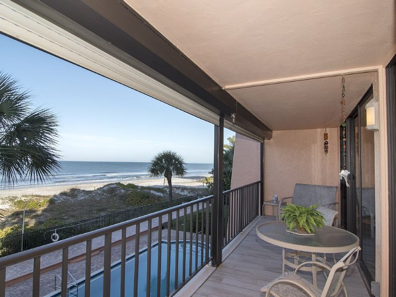 Immaculate Upscale Classy - Just Remodeled Direct Gulf Front 2BR/BA Paradise, holiday rental in Indian Rocks Beach