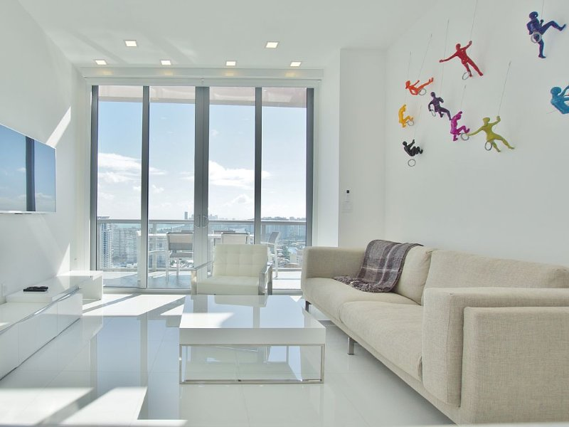 Amazing Penthouse with stunning views and private terraces., holiday rental in Bay Harbor Islands
