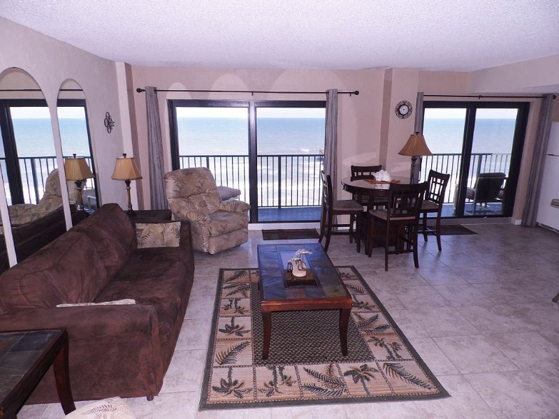 *Prices Reduced* Beautiful 2-Bdrm/2-Bath Deluxe Direct Oceanfront Corner Unit, holiday rental in Daytona Beach