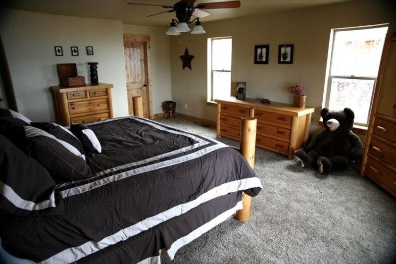Master Bdrm: King Size Bed, 50' Flat Screen TV, Walk-Out Deck, Huge Private Bath