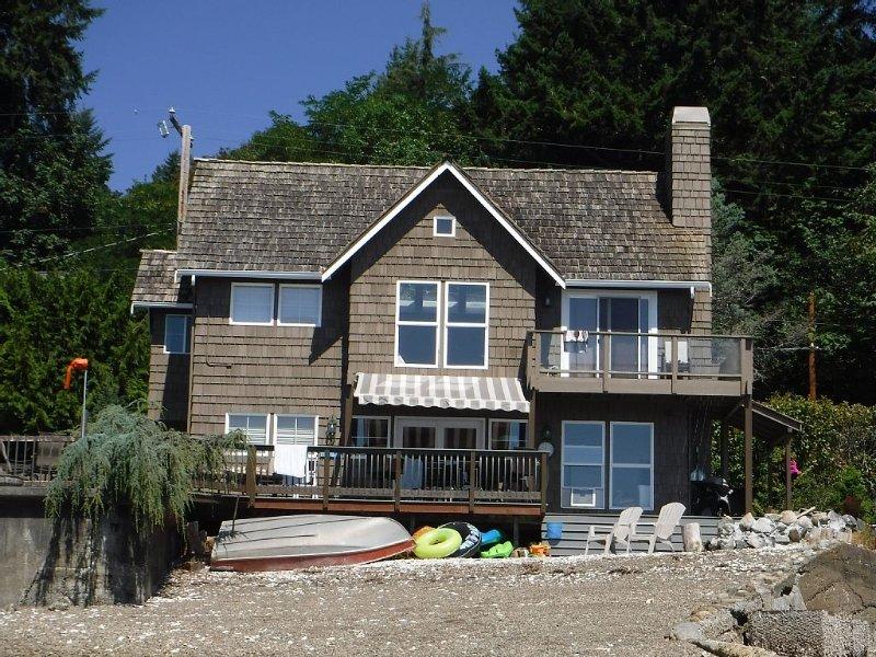 'Sky's Landing' Beachfront Home on Hood Canal, alquiler de vacaciones en Lilliwaup
