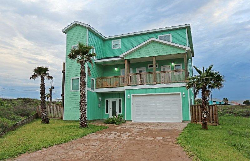 Gulf Views! Hear and Smell the Ocean! Golf Cart Included! Elevator!, alquiler de vacaciones en Port Aransas