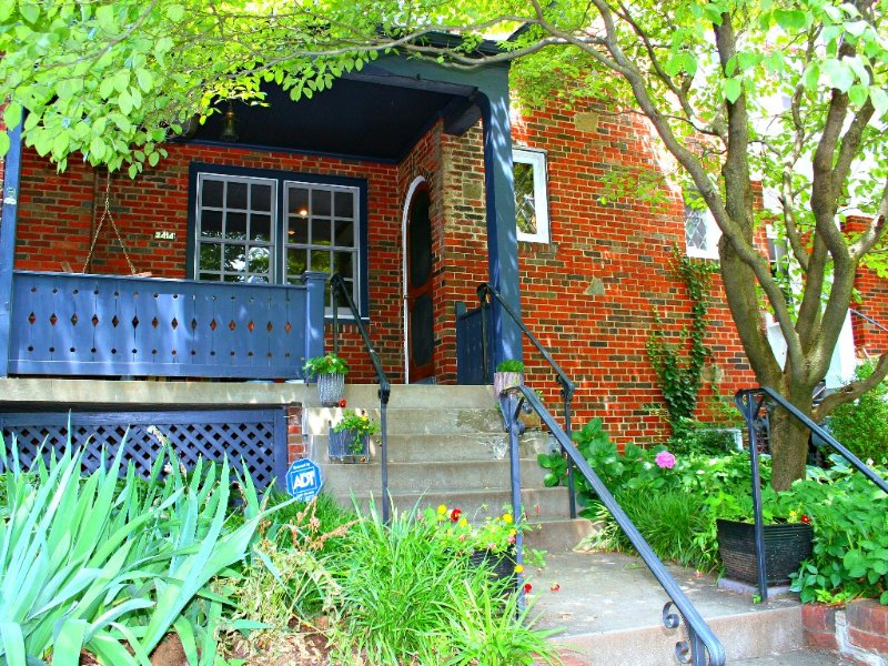 Vibrant Mock-Tudor-Style Home in Upper Georgetown, holiday rental in Arlington