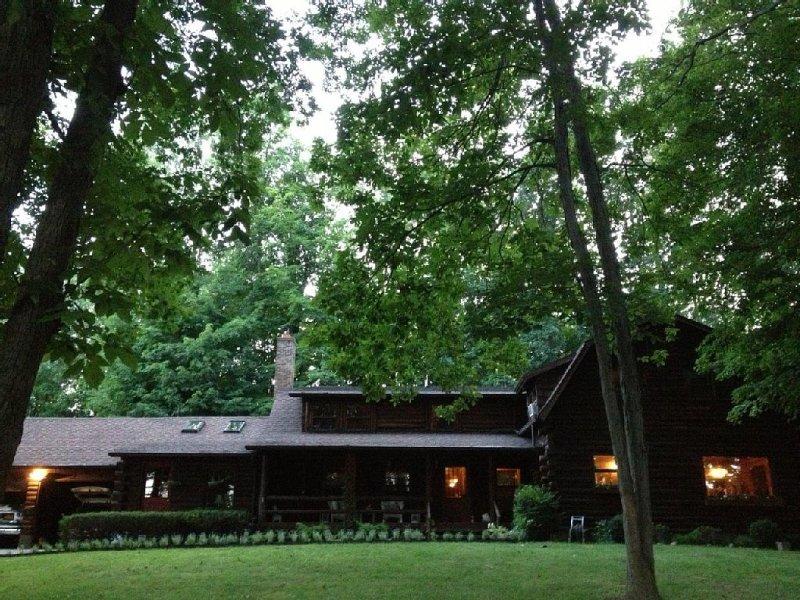 Spacious Log Home Overlooking Canandaigua Lake!  Pet Friendly, Sleeps 12, location de vacances à Rushville