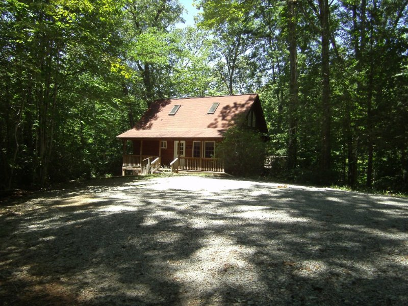 Come enjoy nature at Crooked Cabin, vacation rental in Saluda