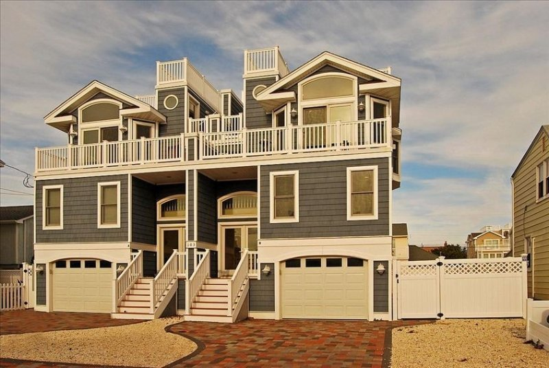 Ocean Block House with Fireplace, Roof Deck and Ocean Views from Living Room, holiday rental in Long Beach Island
