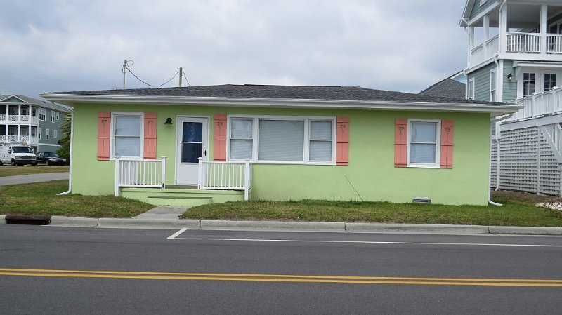 NEWLY RENOVATED Ocean View Cottage Across from Beach Access!, vacation rental in Kure Beach