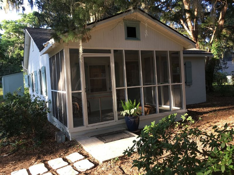 Charming Cottage - Completely Renovated.  Close To Downtown Savannah And Tybee, vacation rental in Savannah