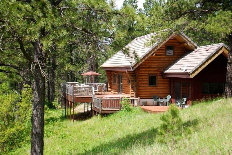 Beautiful Timber Ridge Cabin  with Breathtaking Canyon Views, holiday rental in Belle Fourche
