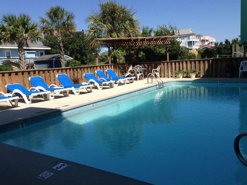 Oceanview Condo-Oceanside Porch-First Floor-Wifi-Saline Pool, vacation rental in Carolina Beach
