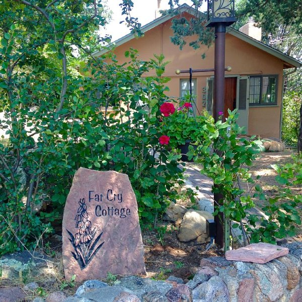 Come And Enjoy This Newly Renovated Gem Nestled In The Foothills Of Co Springs!, vacation rental in Colorado Springs