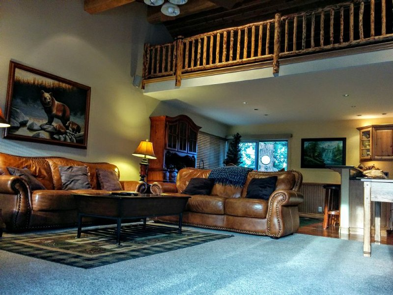 3BR Townhouse - Your Home Away from Home, holiday rental in Mammoth Lakes