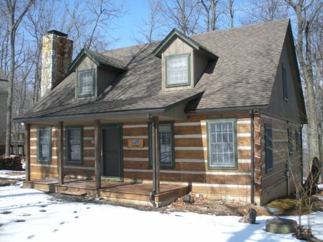 Authentic Log Cabin-  Available for Christmas due to last minute cancellation!, vacation rental in Wintergreen