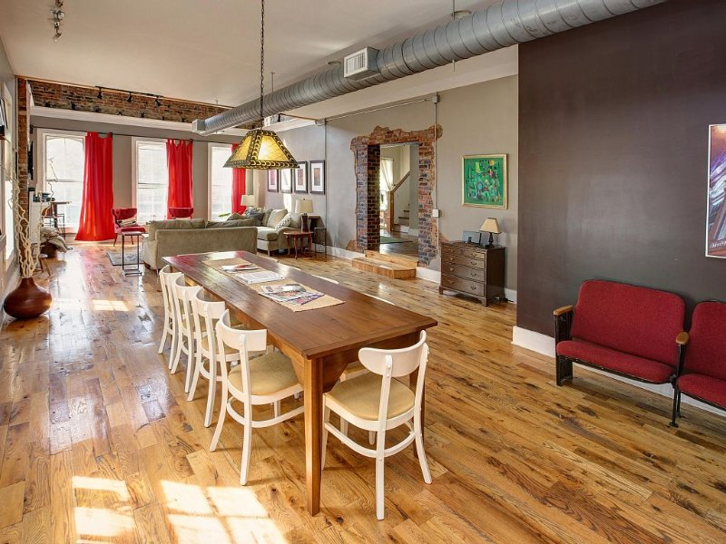 Loft on Market | 10+beds **Socially Distance with Us**, vacation rental in New Albany