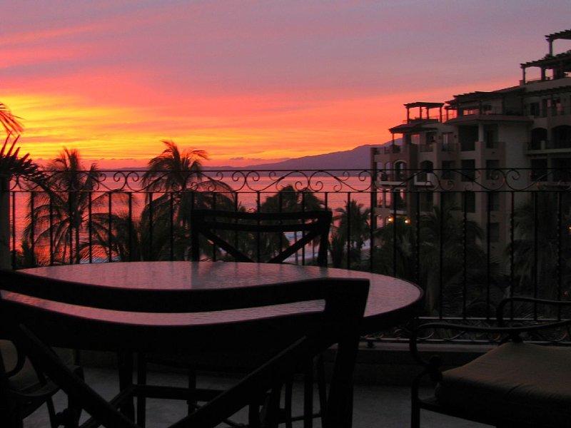 Luxury Beachfront Condo |  Couples Retreat | Villa La Estancia | Ocean Views, vacation rental in Nuevo Vallarta