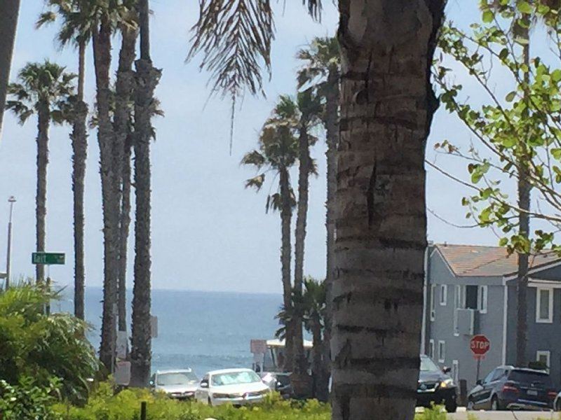 Spring Special~Cool Urban Beach Pad~Steps to Sand~Ocean View from Patio, holiday rental in Oceanside