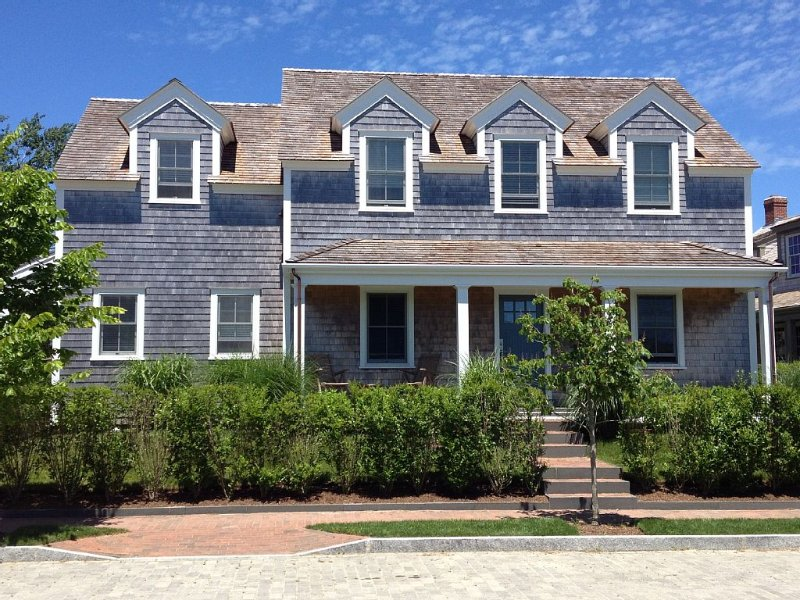 Custom 5 Br Home On Quiet Street 10 Minute Walk To Town And Beaches, vacation rental in Siasconset