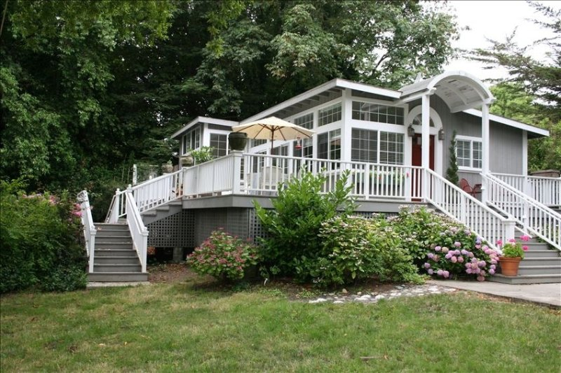 'River Gardens' Riverfront on Private, Fully Fenced 3/4 Acre, holiday rental in Duncans Mills