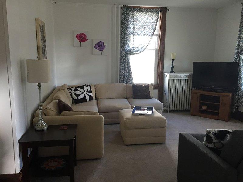 Large Apartment In The Heart Of Marquette W/ Cable & WiFi!  Pet Friendly!, alquiler de vacaciones en Marquette