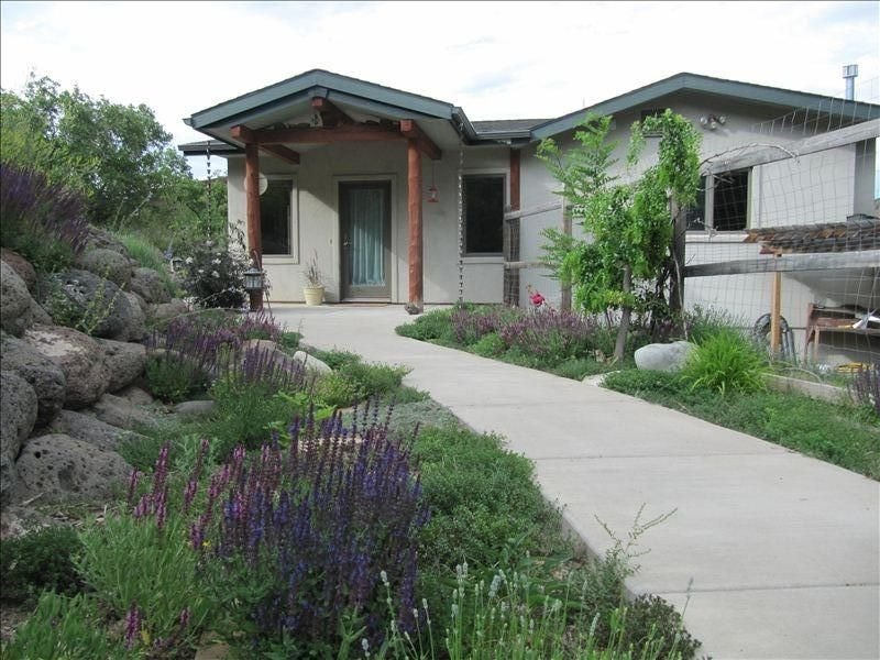 The Bear's Den Private Cabin on Beautiful Acreage, holiday rental in Glenwood Springs
