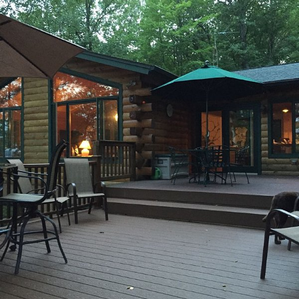 Beautiful Cabin Surrounded By Lake Views And Forest In The North Woods Of Wi, alquiler de vacaciones en Barnes