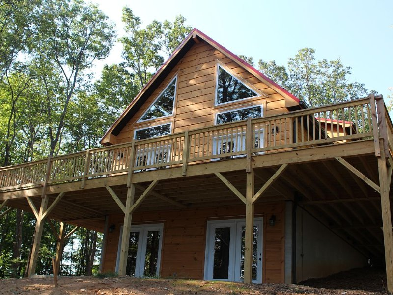 Stone Mountain Sanctuary - Blue Ridge Luxury Cabin With Great Views!, aluguéis de temporada em Glade Valley