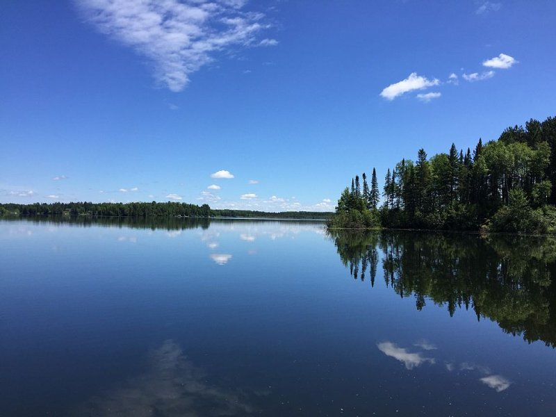 Secluded Bay, Private Peninsula, Gorgeous Lake Views, Clean Water On Quiet Lake, holiday rental in Hibbing