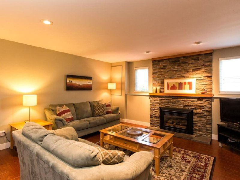 Awesome 2br Close to Lynn Valley's Best Trails and Parks, vakantiewoning in North Vancouver