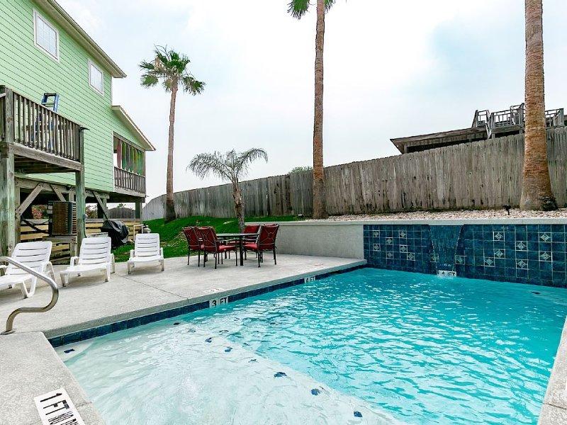 PRIVATE POOL!  Spacious, Beautiful, Comfy, Walk to the Beach PRIVATE BEACH HOUSE, alquiler de vacaciones en Port Aransas