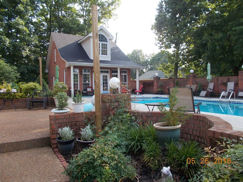 Quiet Guest Pool House with Pool, Hot Tub, Fire Pit, Near Lake, Shopping, holiday rental in Gladeville