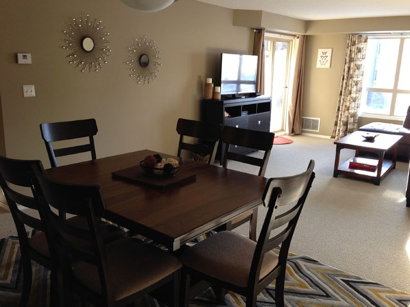 Beautiful Vacation Condo in Lake Windermere Pointe! Sleeps 6 comfortably!, holiday rental in Invermere