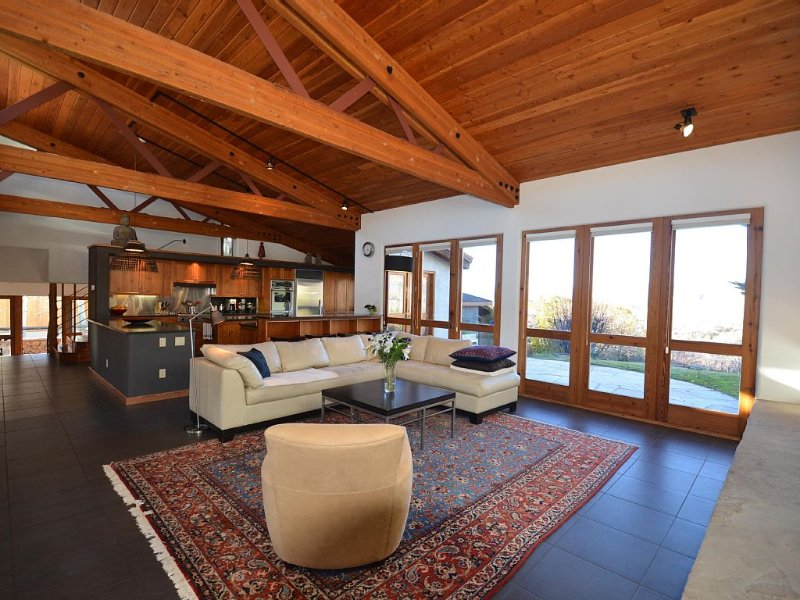 Open Light Filled Home, Gorgeous Views, Between Highlands and Tiehack Ski Areas, vacation rental in Aspen