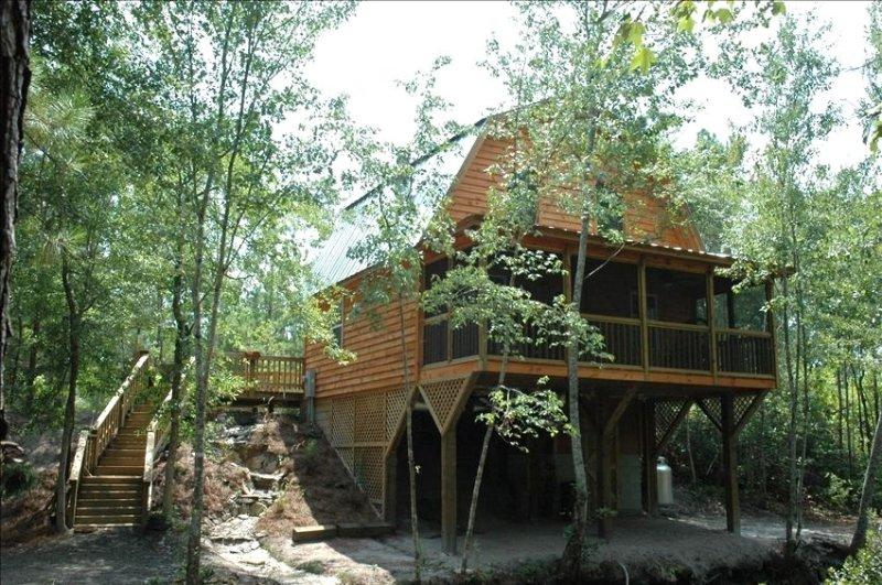 Secret Romantic Cabin of South Carolina w/Big Green Egg Grill, location de vacances à Mullins