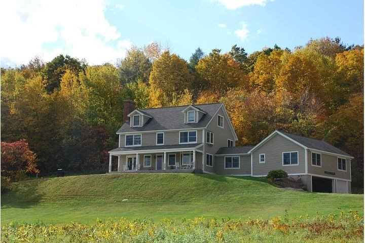 Where Comfort for All Ages is Surrounded by 25 Acres of the VT Green Mountains, holiday rental in West Pawlet