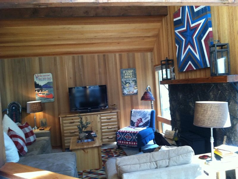 Cute Cabin, Centrally Located, Walk to Glaze Meadow Pool, holiday rental in Black Butte Ranch