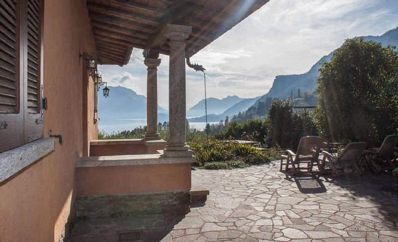 Scenic Villa LakeComo, alquiler vacacional en Grandola ed Uniti