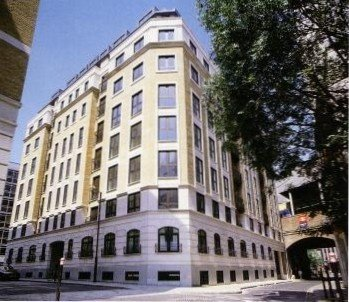 Lovely Modern Flat, Terrace and view of Gherkin, 150m from Tower of London – semesterbostad i London