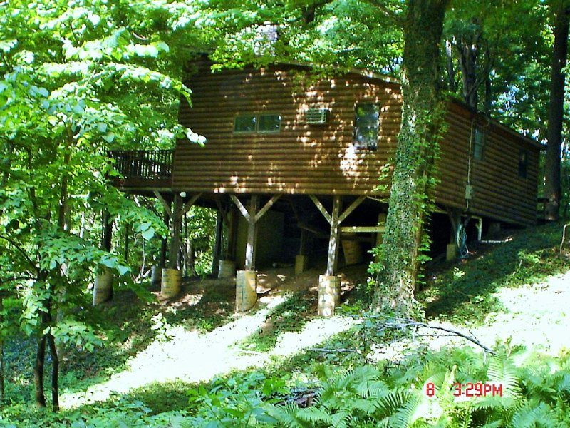 Lakefront Cottage with private beach and total privacy, alquiler de vacaciones en Erie