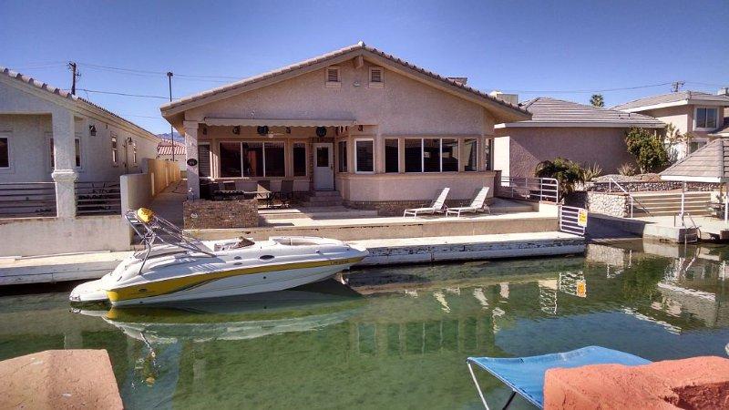 Moovalya Keys, 50' Boat Dock, Wet Bar/Pool Table 4-Car Garage – semesterbostad i Parker Dam