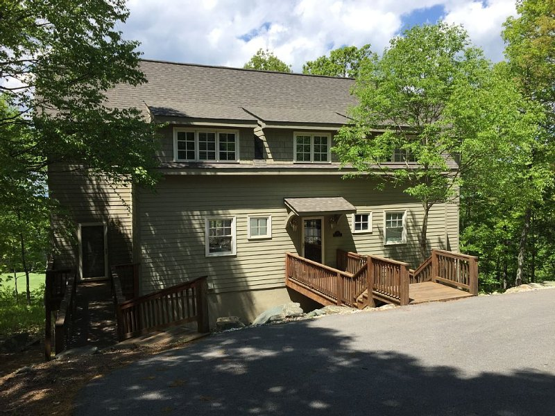 Spacious Family-Friendly Mountain Home…Shenandoah Valley & golf course views., holiday rental in Roseland