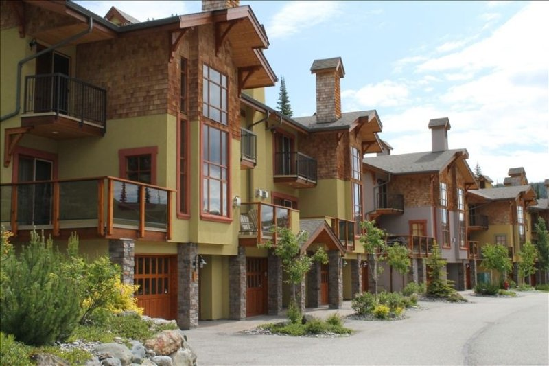 Immaculate, Family Friendly Townhome. Close to Lifts and Village. – semesterbostad i Sun Peaks
