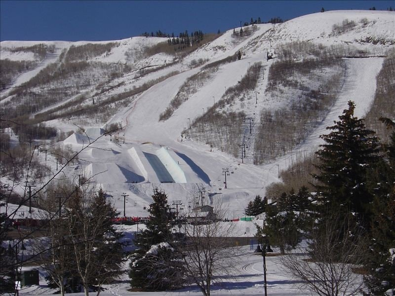 3-Minute Walk to Lift, Amenities Included!  Your Trails End!, holiday rental in Park City