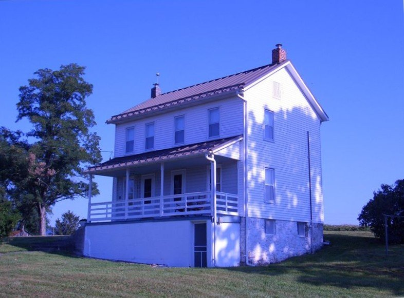 Private 1880's 3 bedroom home on 130 acre family cattle farm, holiday rental in Fort Loudon