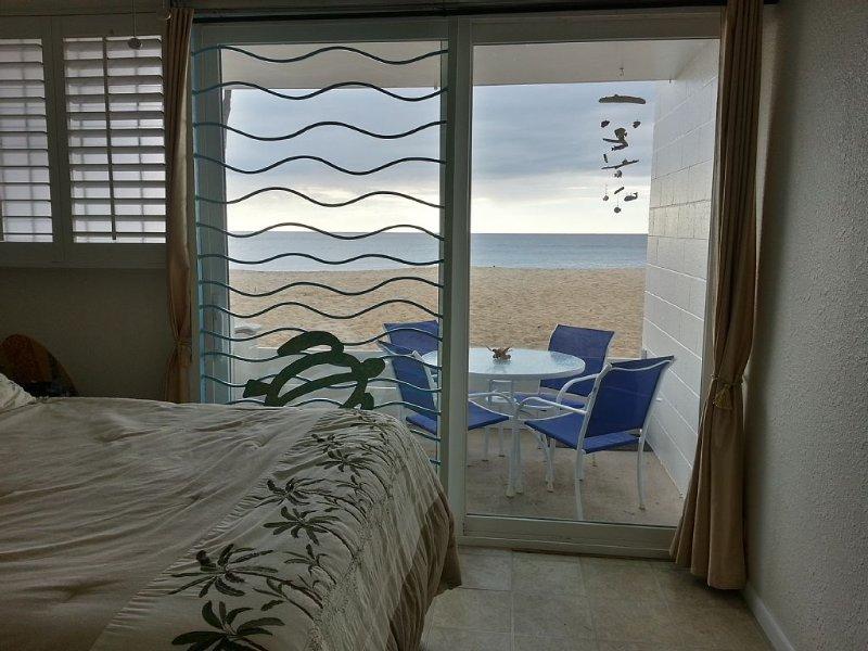 Beachfront, Ground Floor Condo - Dream Come True!, alquiler de vacaciones en Waianae