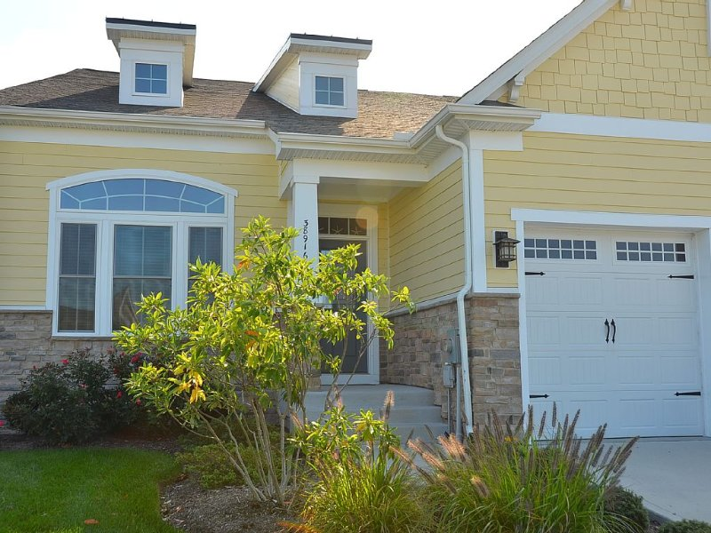 Bayside - Beach/Golf 4BR/3.5B+Enclosed Loft/Game Room - Backs to Private Pond, holiday rental in Selbyville