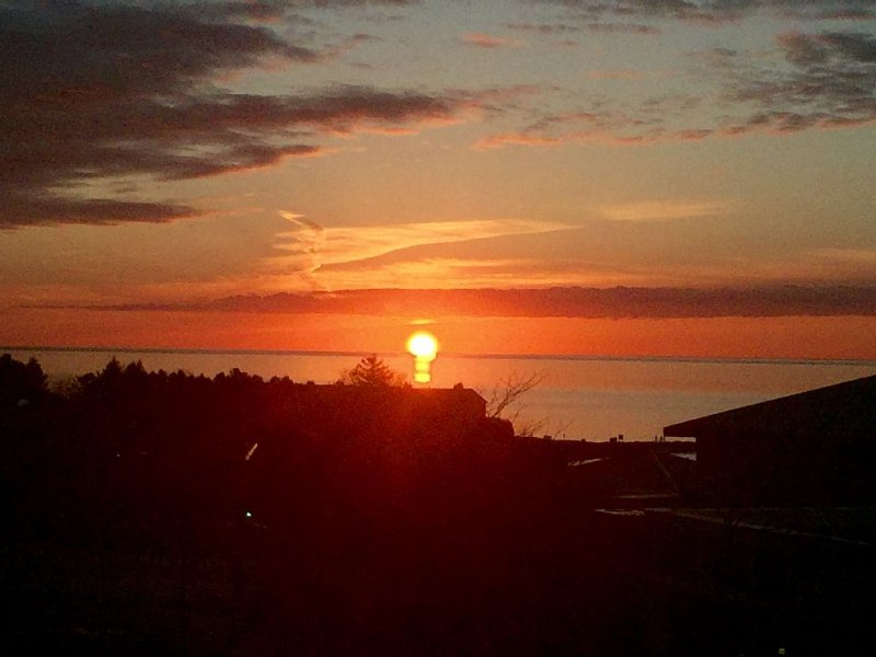 SUNSET GLORY -Best Views Of The Bay In Downtown Petoskey - Where You Want To Be!, holiday rental in Petoskey