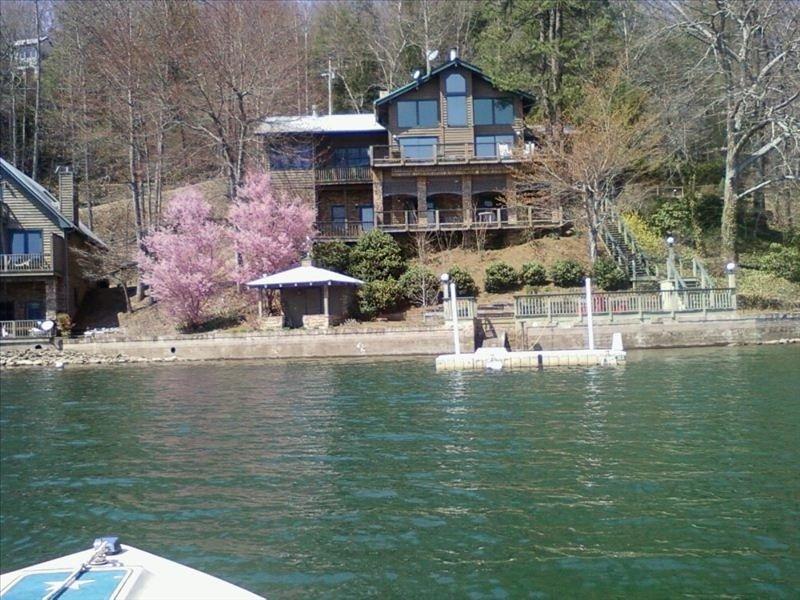 Gorgeous Mountain Home - Lakefront Property, casa vacanza a Fontana Dam
