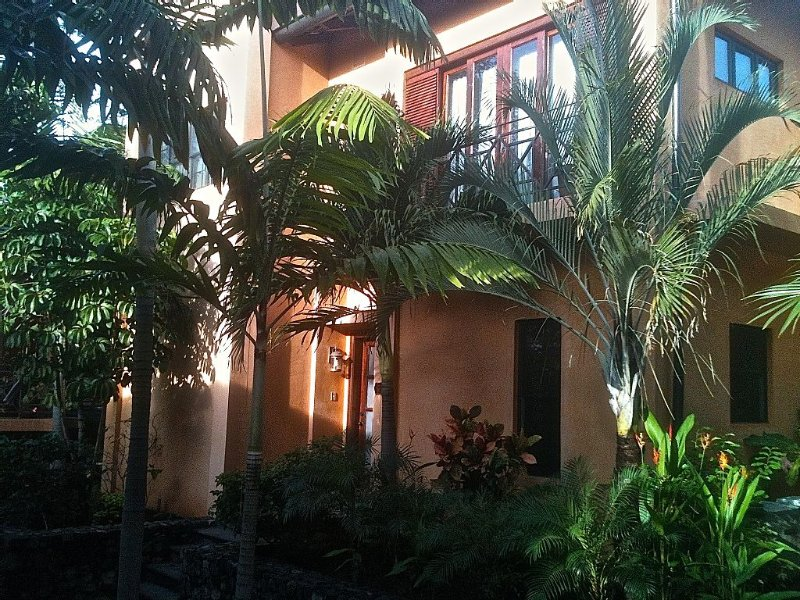 Tropical luxury villa in the Point, and Langosta Beach Club, aluguéis de temporada em Tamarindo